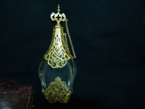 Large scent perfume bottle in gilded silver original case -