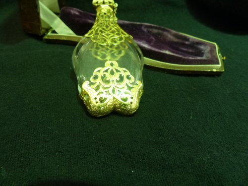 Antiquités - Large scent perfume bottle in gilded silver original case
