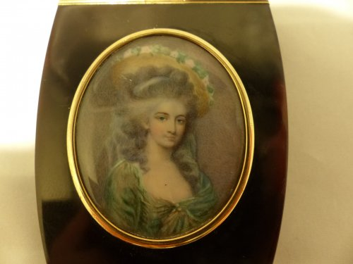 Snuffbox tortoiseshell and miniature of Directoire period -