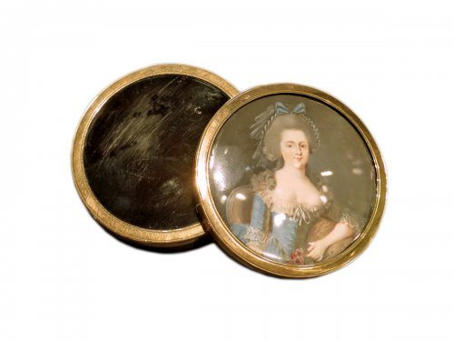 tortoiseshell, gold and miniature round box