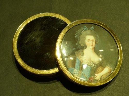 tortoiseshell, gold and miniature round box - Objects of Vertu Style Louis XVI