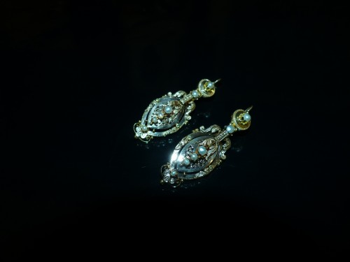 Earrings in gold and pearls  Napoleon III period -