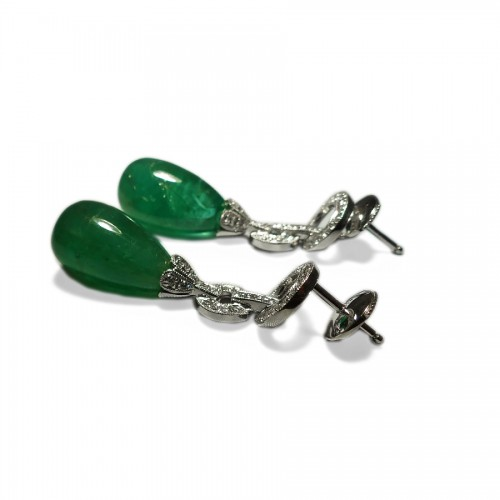 Emeralds and diamonds earrings