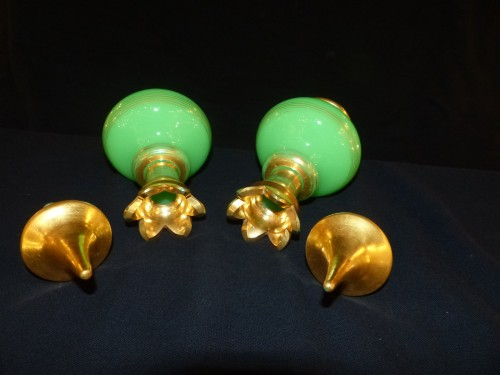Baccarat - pair of green opaline bottles - Glass & Crystal Style Louis-Philippe