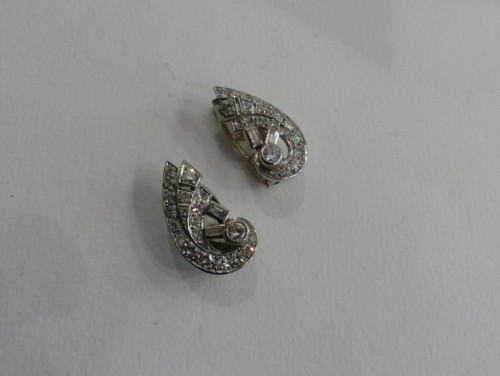 Antiquités - Pair of earrings in Platinum and diamonds