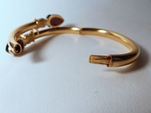 Bracelet in gold, garnets and diamonds, Napoleon III period -