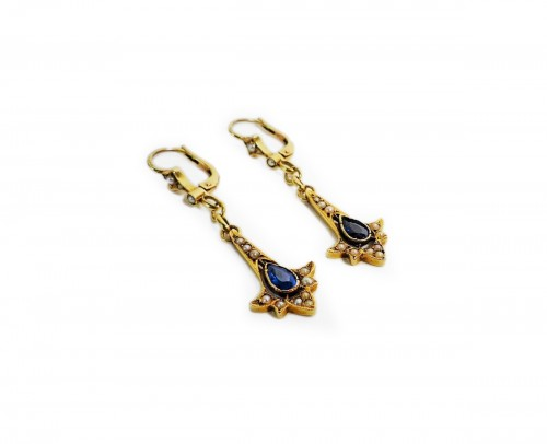Pair of earrings in gold, pearls and sapphires