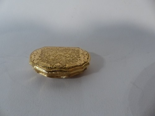 French Louis XV Gold suffbox - Objects of Vertu Style Louis XV