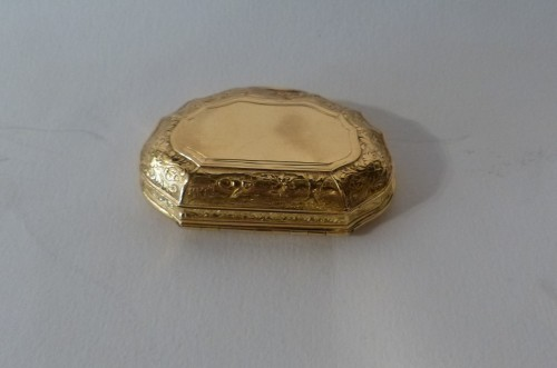 Objects of Vertu  - French Louis XV Gold suffbox