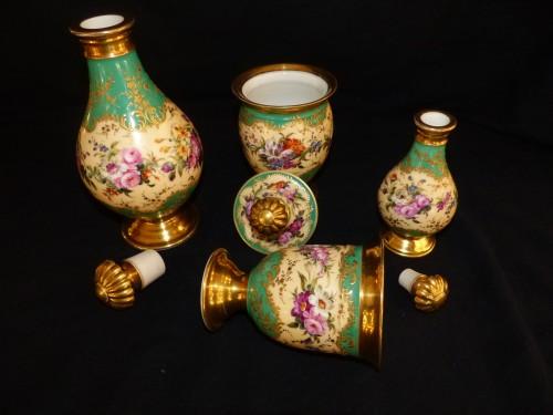 Night service in porcelain of Paris circa 1820 -