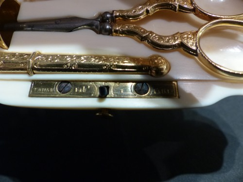 Sewing set in gold in its ivory box signed Tahan, Paris - Objects of Vertu Style Napoléon III