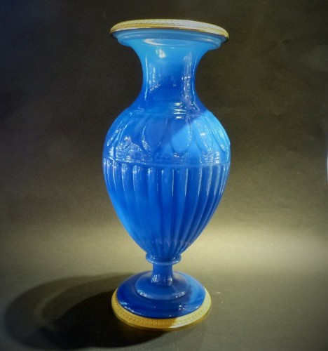 Restauration - Charles X - Opaline of blue color and gilded  bronze vase