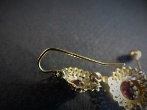 19th century - Pair of earrings in gold and garnets