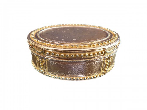Snuffbox in gold colors by Claude François Thierry
