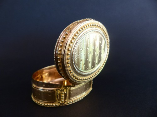 Snuffbox in gold colors by Claude François Thierry -