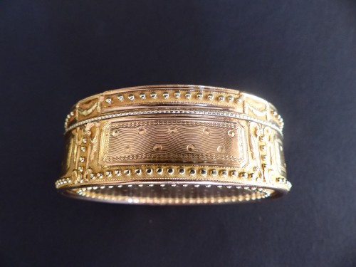Antiquités - Snuffbox in gold colors by Claude François Thierry