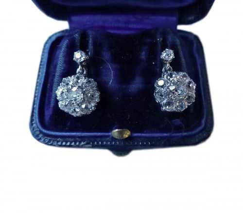 Paire de boucles d'oreilles en or et diamants