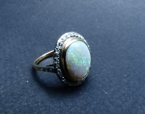 Antique Jewellery  - Old ring in Platinum, opal and diamonds
