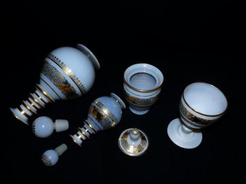 Service de nuit en opaline décor Desvignes - Glass & Crystal Style Restauration - Charles X