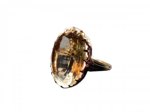 Yellow gold ring with citrine