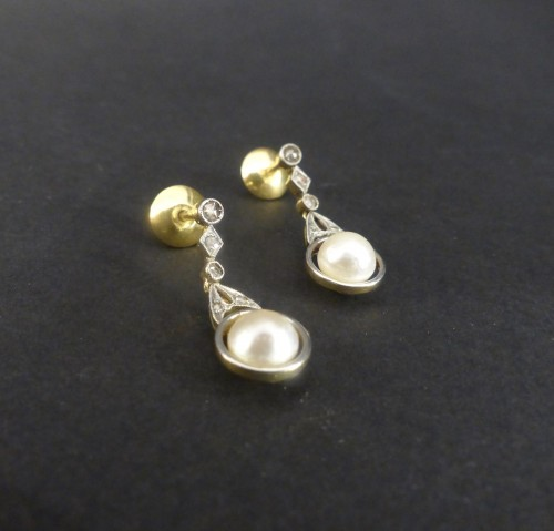 Antique Jewellery  - Gold and Platinum naturals pearls and diamonds dangle earrings