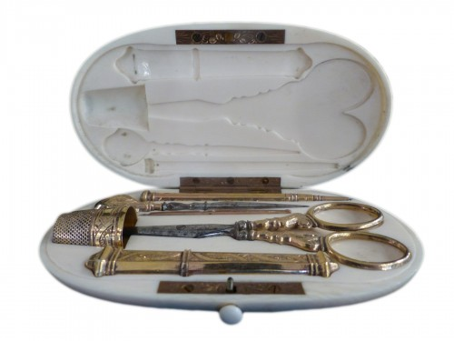 Sewing set in vermeil in its ivory box