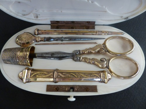 19th century -  Sewing set in vermeil in its ivory box