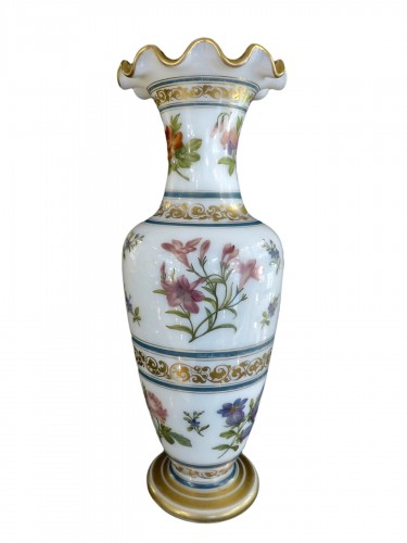 Vase in soapy opal crystal with flower decoration circa 1840, Baccarat