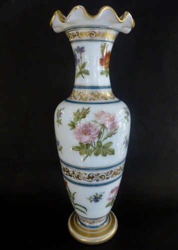 Vase in soapy opal crystal with flower decoration circa 1840, Baccarat -