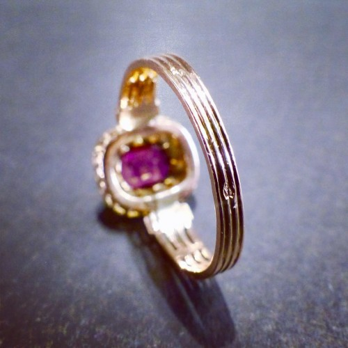 Antique Jewellery  - Pink gold ring, amethyst diamonds