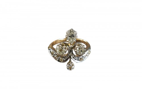 """Duchess"" ring in platinum gold and diamonds"