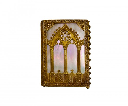 Troubadour style dance card note book, in mother-of-pearl and gilded bronze