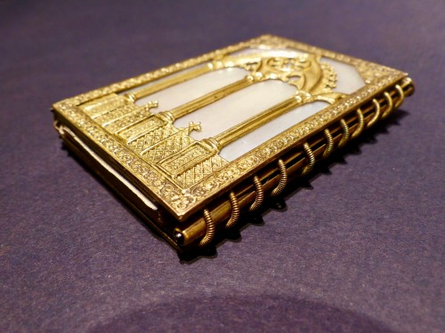 Troubadour style dance card note book, in mother-of-pearl and gilded bronze -