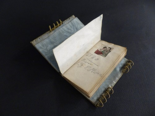 Restauration - Charles X - Troubadour style dance card note book, in mother-of-pearl and gilded bronze