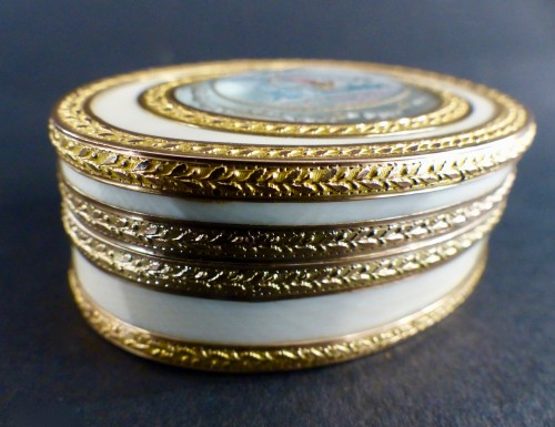 Ivory and Gold Patch Box, Louis XVI period - Objects of Vertu Style Louis XVI