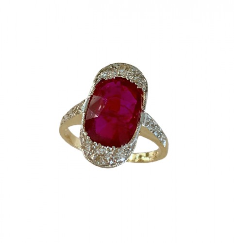 Bague en or sertie d'un rubis naturel