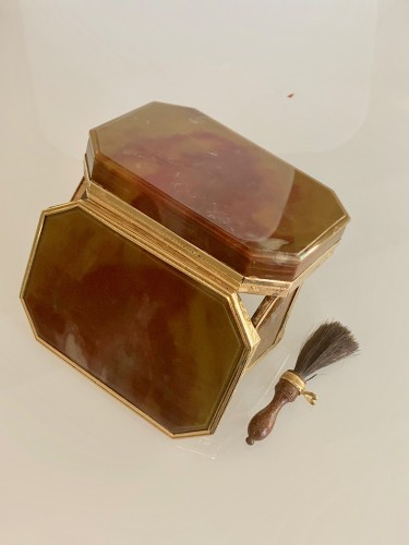 Objects of Vertu  - Louis XVI agate and gold patch box