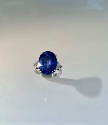 20th century - Gold Ring Set With Natural Sapphire