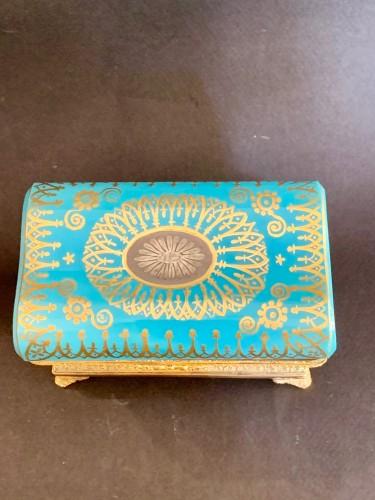 "Restauration - Charles X - Turquoise opaline ""sarcophagus"" box"