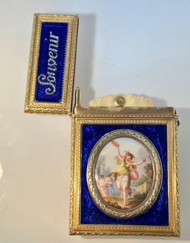 Objects of Vertu  - Carnet de Bal dit étui à tablettes en or, émail et diamants
