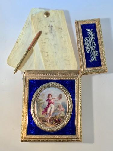 Carnet de Bal dit étui à tablettes en or, émail et diamants -