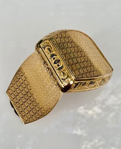 Objects of Vertu  - Gold pocket snuffbox
