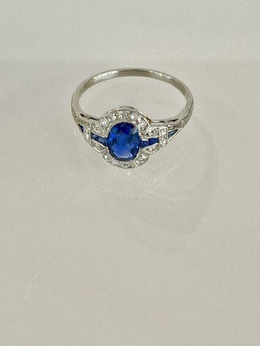Antique Jewellery  - Art Deco Ring In Platinum Sapphire And Diamonds