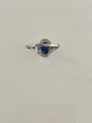 Art Deco Ring In Platinum Sapphire And Diamonds -