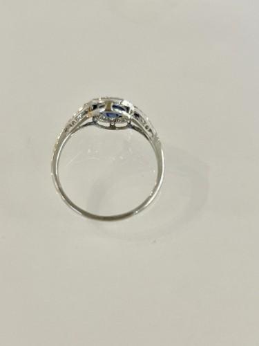 20th century - Art Deco Ring In Platinum Sapphire And Diamonds