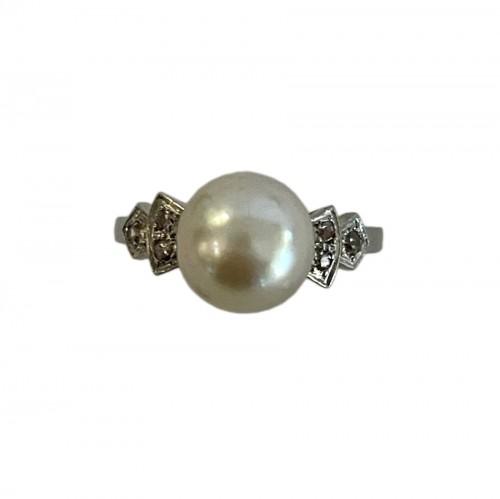 natural pearl and gold ring