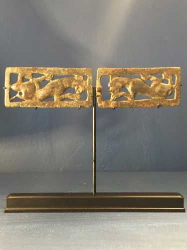 Antiquités - Two Bronze Belt Buckle Plaques (Ordos Civilisation, 6th-2nd cent BC)