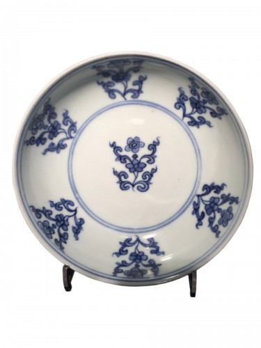 Ming bowl with floral motives Jiajing (1521-1567)
