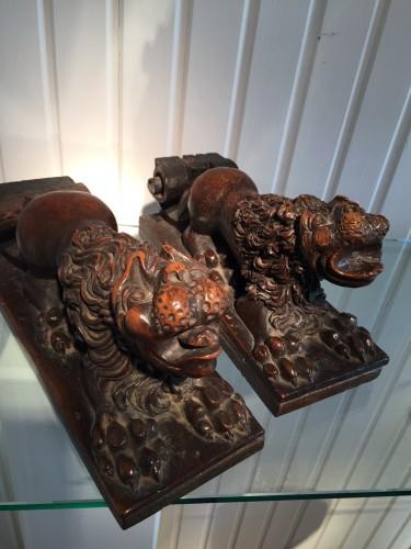 Two Walnut Lion Bearers, Italy, ca 1550 - Sculpture Style Renaissance