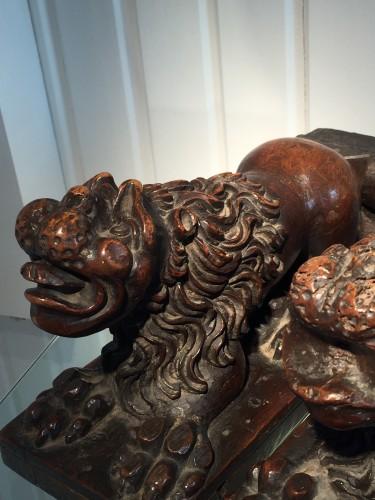 16th century - Two Walnut Lion Bearers, Italy, ca 1550